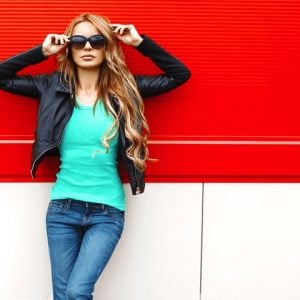 Fashion-bright-stylish-woman_Tile-default